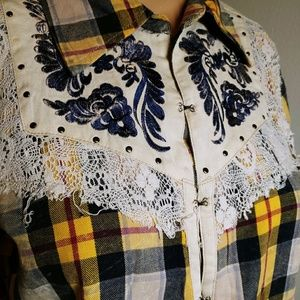 Gimmicks by BKE flannel and embroidered shirt